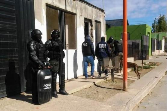 En procedimiento secuestran armas, drogas y elementos robados