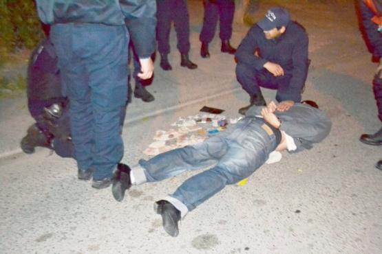 Dos sujetos fueron detenidos tras ser atrapados robando
