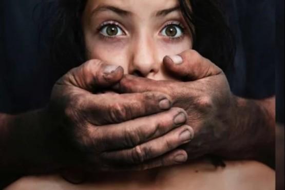 Siete hombres violaron a una joven con esquizofrenia y lo compartieron por Whatsapp