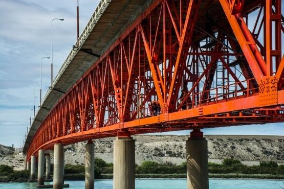 Hoy cortan la circulación en el puente sobre el río Santa Cruz