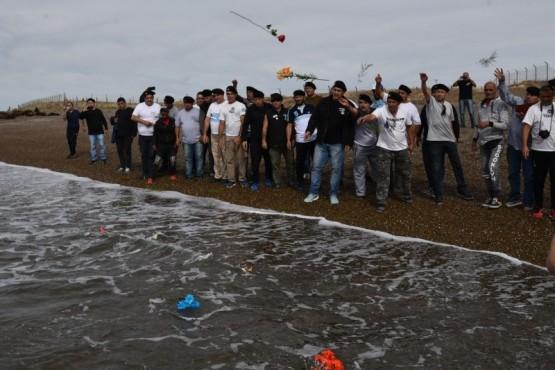 Homenaje de ex conscriptos a víctimas del helicóptero que precipitó al mar