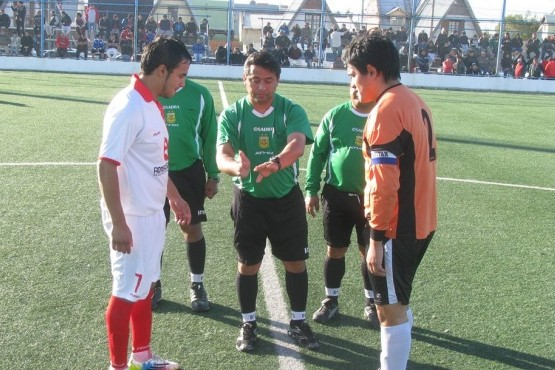 Suspenden el fútbol barrial por agresión a un árbitro