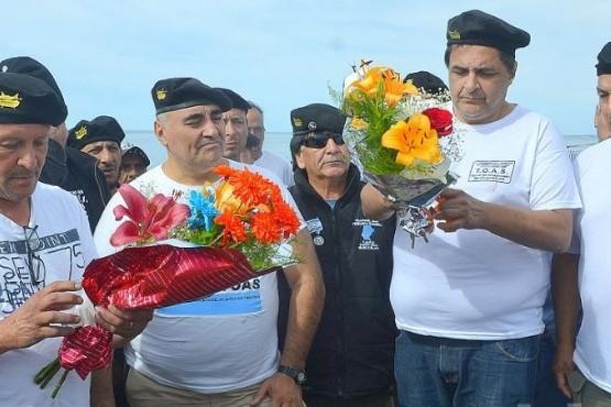Ex soldados homenajearon a tripulantes del helicóptero que cayó en Caleta Olivia
