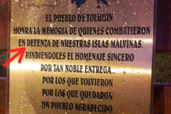 Municipio tuvo que retirar una placa homenaje por errores ortográficos