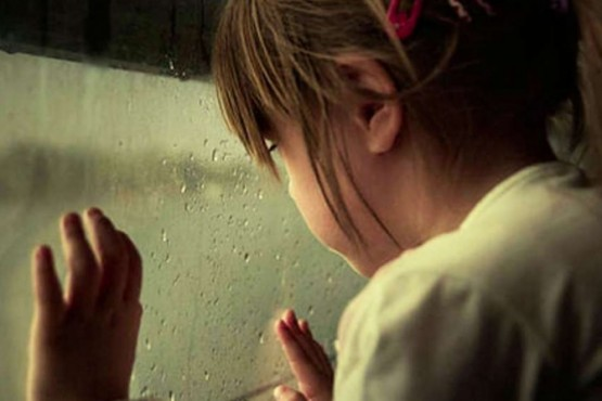 Encontró a su hija de 8 años siendo abusada por su pareja: