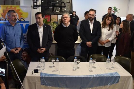 Numerosas autoridades provinciales, encabezadas por el vicegobernador Pablo González, participaron ayer de la inauguración del edificio propio de la Caja de Servicios Sociales en Caleta Olivia.