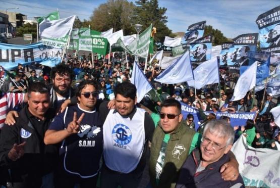 Masivas protestas para frenar las políticas recesivas del macrismo