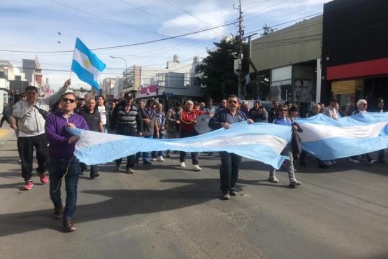 Ex trabajadores de Guilford marchan por el centro de la ciudad