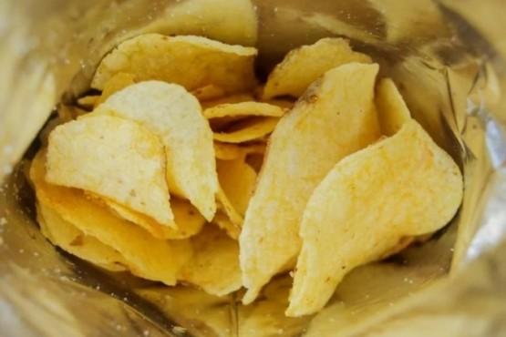 Anmat prohibió una marca de papas fritas, té, queso y aceite