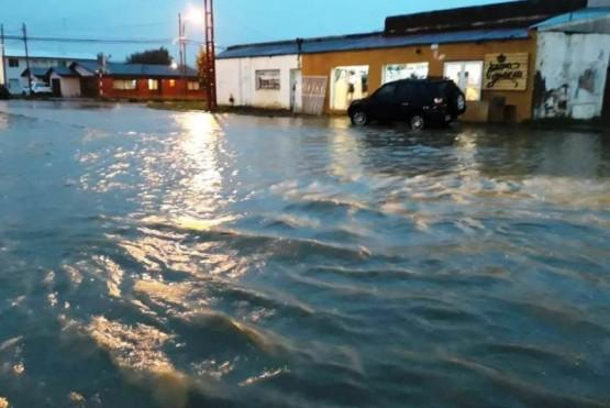 Calles inundadas y zonas anegadas luego del temporal de lluvia en la Cuenca