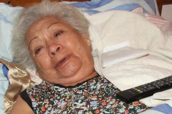Quiebran a una anciana en un arrebato, le robaron $250, un teléfono y remedios