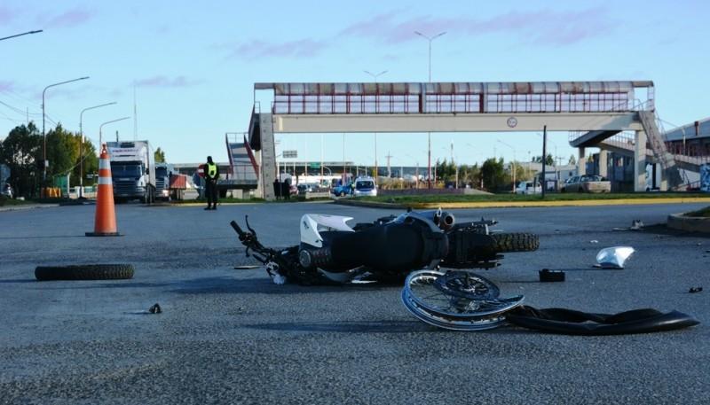 Así quedó la moto tras el choque (Foto: C. Robledo)