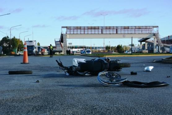 La moto quedó totalmente destruida tras el accidente. (Foto: C.R.)