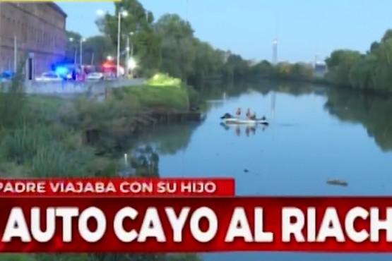 Un auto cayó al Riachuelo durante la madrugada y buscan a un niño de 8 años