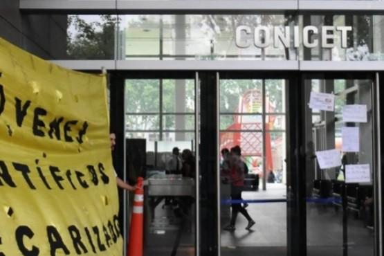 Más de 2 mil investigadores fueron excluidos del Conicet
