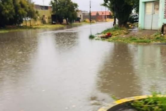 La lluvia, una complicación para votar en Sarmiento