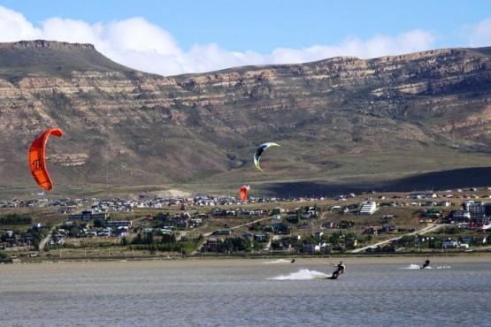 El hombre fue rescatado luego que realizaba una práctica deportiva en el lago Argentino. (Archivo)