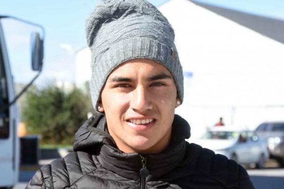 """""""Pepe"""", el volante que trabaja 20 horas al día para sostener a su familia y juega en Moreno"""