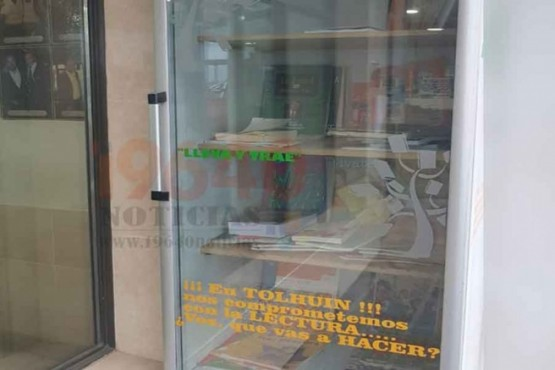 'Biblioteca al paso' en la panadería para leer gratis