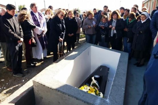 El Obispo se encontraba descansando en el panteón que los salesianos tienen en el cementerio local.