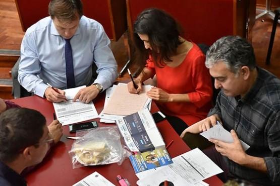 Hoy finaliza el escrutinio con mesas de Comodoro y el voto de extranjeros