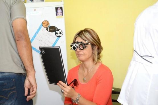La fundación recorre todo el país para facilitar el acceso a la salud visual.