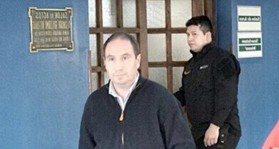 Fue detenido en la sede de su empresa.