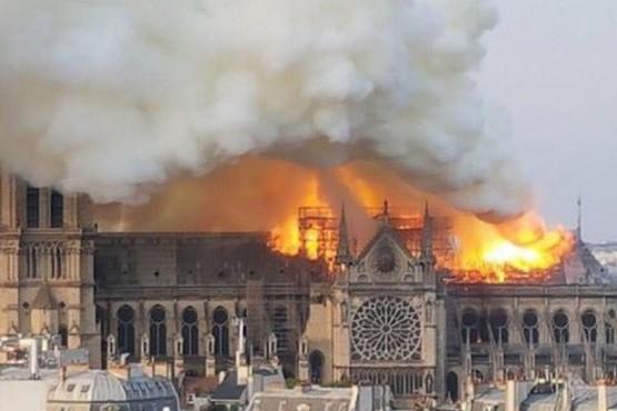 París: Incendio en la catedral de Notre Dame