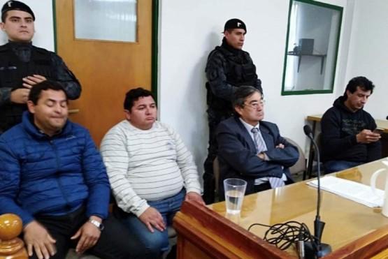 Manifestación en el inicio del juicio a petroleros que bloquearon base de empresa