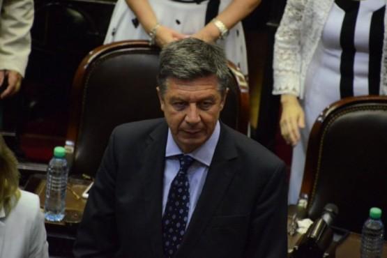 Menna invitó a un debate público a Arcioni y Linares