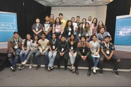 Invitan a estudiantes a la 10° edición del Parlamento Juvenil