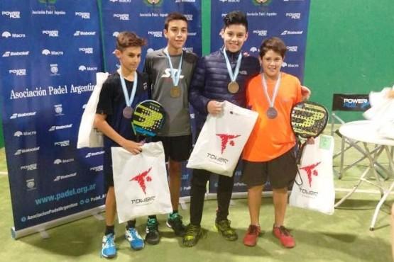 Agustín, el segundo desde la derecha, tiene un talento increíble.
