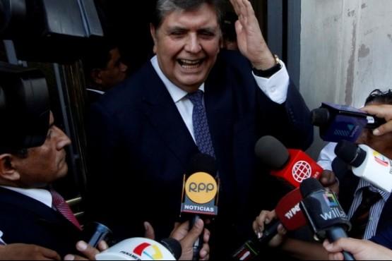 Murió el ex presidente peruano Alan García tras dipararse un balazo en la cabeza