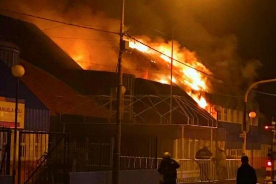 Prisión preventiva para el joven que incendió la escuela 20