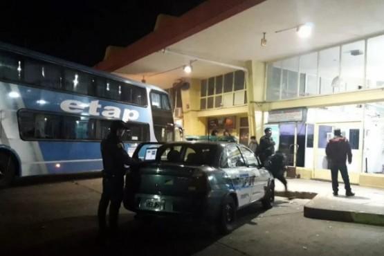 Detienen a un dominicano que intentó ingresar 5 kilos de cocaína a Comodoro
