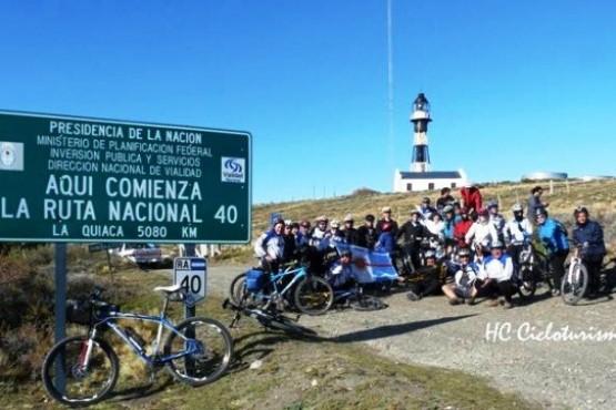 Celebran el aniversario del Faro de cabo Vírgenes pedaleando