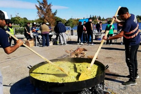 Prepararon paella solidaria por Semana Santa
