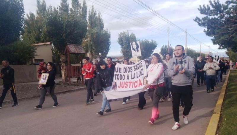 Los familiares de Liseth Anabella Barrera Carrasco marcharon en demanda de justicia y reiteraron sus sospechas de que se haya suicidado.