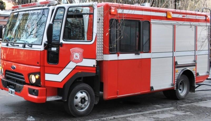 Los bomberos confirmaron que se trató de atentado el incendio al auto del padre del sargento. (Archivo)
