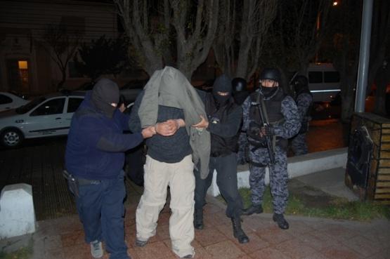 Un menor y un mayor detenidos por robar y golpear a un joven