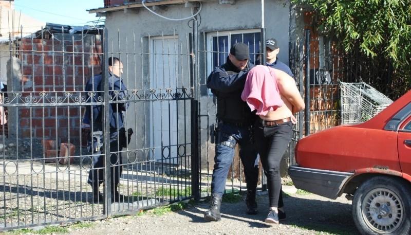Momento en que se llevaban a uno de los detenidos (JCC)