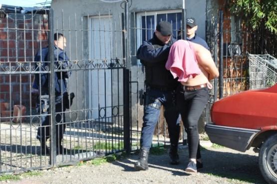 Allanamientos y cuatro detenidos por amenazas con arma de fuego