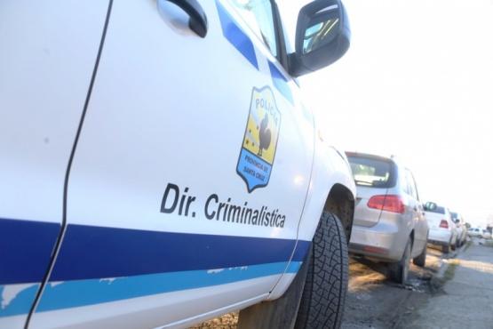 Furibunda dominicana chocó a la camioneta de su ex y lo golpeó