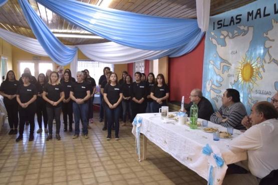 Alumnos del curso de lengua de señas agasajaron a Veteranos de Malvinas