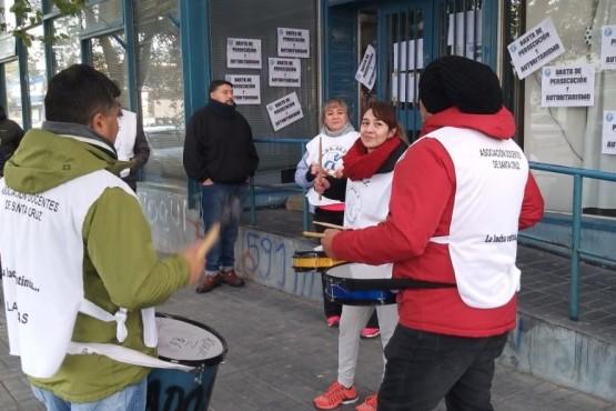 ADOSAC acompaña a docentes sumariados en jornada de paro provincial