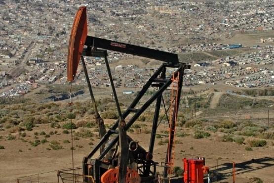 Concejales acompañan el paro y movilización de petroleros