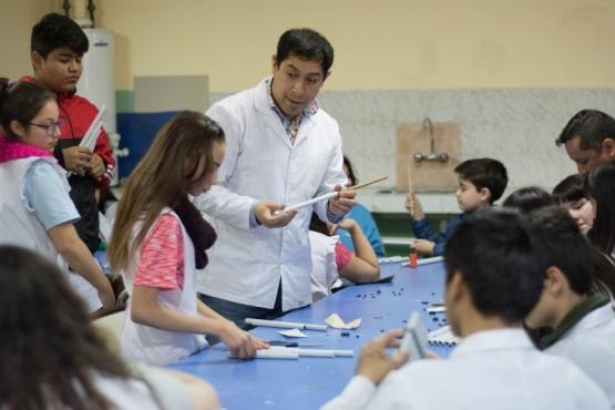 Estudiantes participan de taller sobre música ancestral