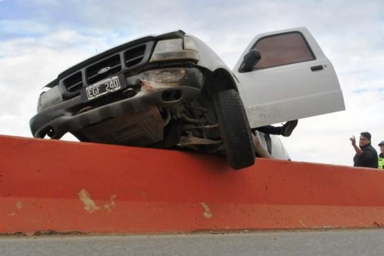 Esquivó un auto y chocó contra el muro de la Autovía