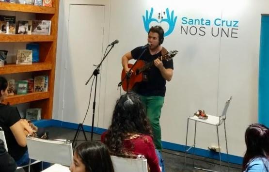 Juane Braccalenti se presentó en la Feria Internacional del Libro