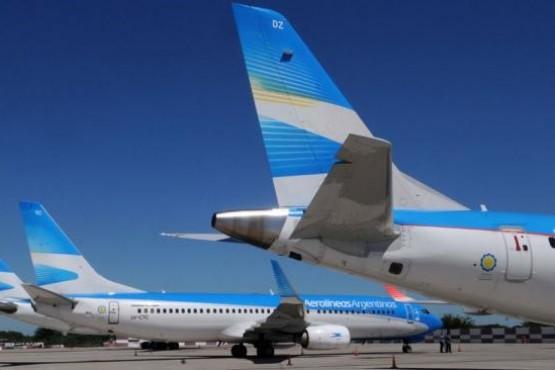 Aerolíneas Argentinas anunció que suspende todos sus vuelos del día martes 30